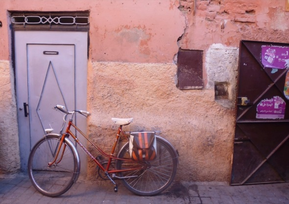 bicycle-door-wall, marrakeck © f owen 2015