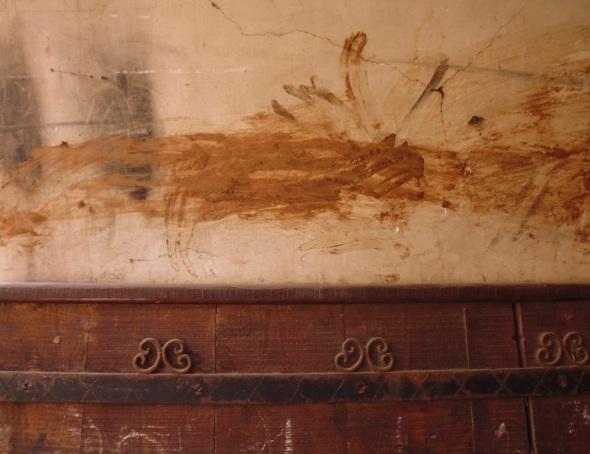 dye smeared gateway, marrakeck tannery © f owen 2015